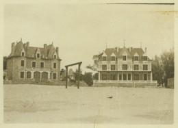 Le Pouliguen . Entrée De La Plage . Châteaux De Montaigu . Mai 1899 . - Photos