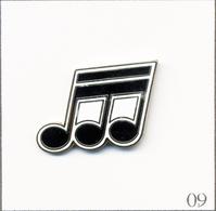Pin's Musique - Partition / Le Triolet. Estampillé Saggay. EGF. T722-09 - Musica