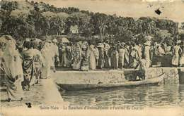 210320B - MADAGASCAR ILE DE SAINTE MARIE Le Barachois D'Amboudifootre Arrivée Du Courrier - Poste PTT - Madagascar