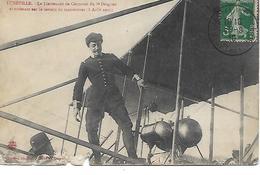 LUNEVILLE -   1910 -  LE LIEUTENANT CAUMONT DU 8e DRAGONS ATTERISSANT SUR LE TERRAIN DE MANOEUVRES- CARTE EN L ETAT - Luneville
