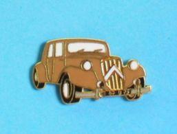 1 PIN'S //  ** CITROËN TRACTION AVANT 15-SIX ** - Citroën