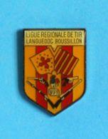 1 PIN'S //  ** LIGUE RÉGIONALE DE TIR / LANGUEDOC ROUSSILLON / OCCITANIE ** - Pin's