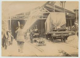 Paris . Les Travaux De L'Exposition Universelle De 1889 Vus De L'intérieur . Locomotive . - Photos