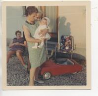 Photo ( De Famille Et Une Tres Belle DS A Pédale Rouge ) - Photos