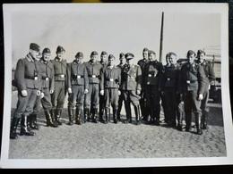 Photo ORIGINALE WWII WW2 : Officier & Soldats LUFTWAFFE - Guerre, Militaire