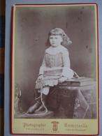 CDV Format CABINET De TRUCHELUT -  Portrait Fillette - Corde à La Main - Livre - Mode D'époque -  Identifiée - 1880 BE - Foto