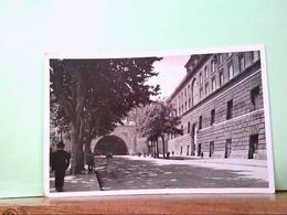 AK Napoli / Italien, Tunnel Della Vittoria E Palazzo Reale, Strassenpartie, Alte PKW. - Italië