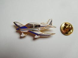 Beau Pin's En EGF , Aviation Avion Robin , Aéro-Club Renault , Chavenay Villepreux , Signé Tablo - Avions