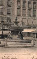 Grenoble Place Grenette Et La Fontaine Le Château D'Eau - Carte LL N° 26 Dos Simple - Grenoble