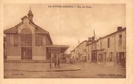 20-3846 : LA MOTHE-ACHARD. RUE DES HALLES. - La Mothe Achard