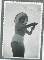 Jeune Femme Au Chapeau De Plage - Pin-Ups