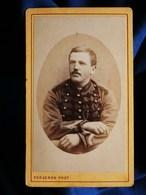 Photo CDV Porgeron à Fontainebleau - Portrait Militaire Musicien Du 9e Régiment Du Train Des équipages, Vers 1880 L285 - Fotos