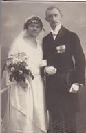AK Foto Brautpaar Hochzeit - Orden - Atelier Höhn Gunzenhausen Wasserdrüdingen - Ca. 1920 (48375) - Hochzeiten