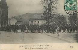 - Marne -ref-A924- Ay - Revolution En Champagne - Avril 1911- Dragons Attendant Les Ordres - Manifestations - évènements - Ay En Champagne