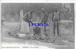 Onitsha Chez Le Coiffeur Mission Catholique De Bas Niger - Nigeria