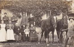 AK Foto Deutscher Soldat Mit Familie, Pferden Und Französischen Kriegsgefangenen POW - 1. WK  (48378) - War 1914-18