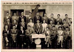 PHOTO CARTE NEUVILLE LES DAMES (01): CLASSE 1957 (Conscrits Et Conscrites 20 Ans) - Lieux