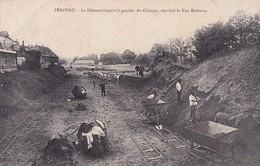 PERONNE         LE DEMANTELEMENT A GAUCHE DU CHATEAU . DERRIERE LA RUE MOLLERNE - Peronne