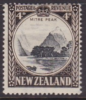 New Zealand 1942 P.14x14.5 SG 583d Mint Hinged - Unused Stamps