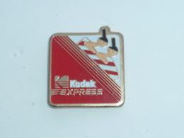 Pin's KODAK EXPRESS, BOBSLEIGH - Fotografie