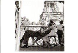 FRANCE CPM  Photo De Willy RONIS TOUR EIFFEL  Le Bateau-mouche - Andere Fotografen