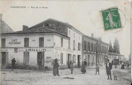 LARUSCADE ( 33) / La Rue De La POSTE Animée Et Hôtel De Voyageurs - Other Municipalities