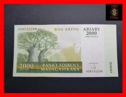 MADAGASCAR 2.000  2000 Ariary  2007  P. 90 A   With 10.000 Francs  UNC - Madagascar