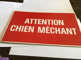 Plaque Attention Chien Méchant Plaque En Plastique En Bon état - Advertising (Porcelain) Signs