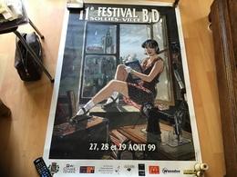 Grande Affiche 11e Festival De La BD  Solliès Ville  27 28 29 Août 99 Conseil Général Femme Assise En Train De Lire - Affiches