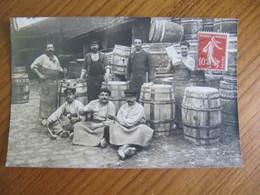 Carte  Photo -  TONNELIER - FABRIQUE DE TONNEAUX - Photo COTERET AUBERVILLIERS - Non Située - 1908 - Artigianato