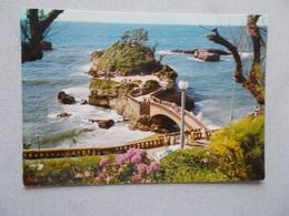 BIARRITZ ( 64 Pyrenees Atlantiques ) LE ROCHER DU BASTA ANIMEES  VOYAGEE 1977  FLAMME BIARRITZ - Biarritz