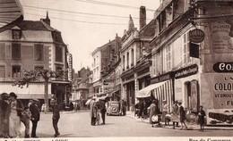 COSNE-sur-LOIRE. -  Rue Du Commerce.  Animé, Auto... Voir SCANS Recto-verso - Cosne Cours Sur Loire