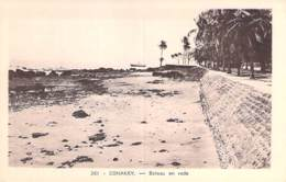GUINEE FRANCAISE - CONAKRY : Bateau En Rade - CPA - Afrique Noire - Black Africa - Guinée Française