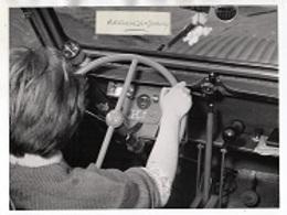 """PHOTO - CONDUITE INTERIEURE 2 CV CITROEN """"AUTO-COLE De L' HOPITAL R. POINCARE à GARCHES"""" Pour Paraplégiques - Cars"""