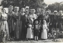 DERNIERE MISE EN VENTE Bretonnes Avec Leur Costume Et Leur Coiffe Folklorique Dans Un Lot Région De BREST - BRETAGNE - Fotos