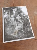 MAENNER IN DEUTSCHLAND DAZUMAL - OFFIZIERE UND SOLDATEN AM WALDRAND - 10er - Krieg, Militär