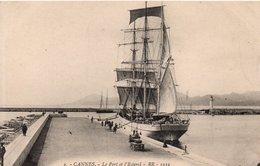CPA CANNES - LE PORT ET L'ESTEREL - Cannes
