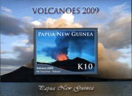 Ref. 238040 * NEW *  - PAPUA AND NEW GUINEA . 2009. VOLCANOES IN ACTIVITY. VOLCANES ACTIVOS - Papua Nuova Guinea