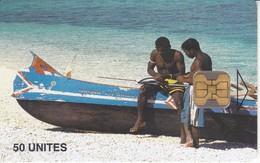 TARJETA DE MADAGASCAR DE 50 UNITES DE UNOS PESCADORES EN LA BARCA - Madagascar
