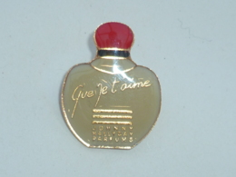 BROCHE PARFUM JOHNNY, QUE JE T AIME - Parfums