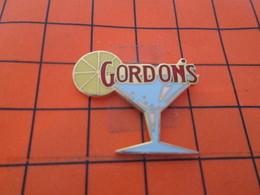 513J Pin's Pins / Beau Et Rare / THEME : BOISSONS / VERRE A COCKTAIL RONDELLE DE CITRON GIN GORDON'S - Beverages