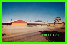 THE PAS, MANITOBA - LA VERENDRYE MOTEL - ANIMATED WITH OLD CARS - HALL PHOTOGRAPHERS - - Other