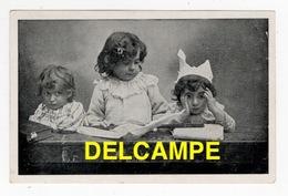 DF / ENFANTS JOUANT À FAIRE LA CLASSE , BONNET D' ÂNE / CHOCOLAT DE LA CIE DAUPHINOISE DE VIZILLE EN ISÈRE - Szenen & Landschaften