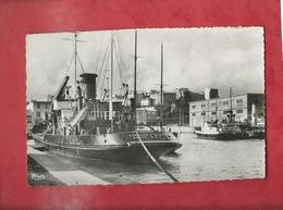 CPSM Petit Format - Brest -(Finistere ) - Le Bassin Du Port De Commerce (bateaux , Bateau ) - Brest