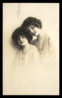 Woman – Postcard No 3 - Femmes