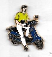 Pin' S  ARTHUS  BERTRAND  Scooter  Bleu, Pantalon  Blanc, Polo  Jaune  Vert - Motorfietsen