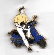 Pin' S  ARTHUS  BERTRAND  Scooter  Bleu, Pantalon  Blanc, Polo  Jaune  Pâle - Motorfietsen