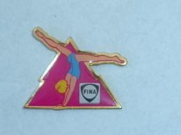 Pin's SPORT FINA, GYMNASTIQUE - Carburants