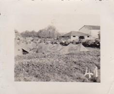 Foto Deutsche Soldaten In Zeltlager - Fuhrpark - 2. WK - 5,5*4cm  (48457) - Krieg, Militär