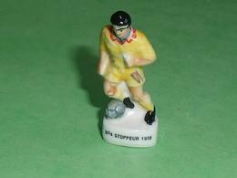 Fèves / Sport : Foot N° 4 Stoppeur 1998 ( 39 Mm )        T52 - Deportes